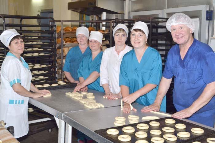 Работники цеха хлебопечения ежедневно выпускают более тонны различных хлебобулочных изделий, которые реализуются через торговую сеть Ардатовского райпо и за пределами района