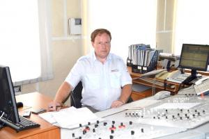 Дежурный по станции Мухтолово Д.В. Уханов за пультом управляет сложными процессами
