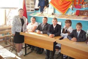 В стенах школьного музея его руководитель Е.И. Краснова проводит уроки мужества, встречи с интересными людьми