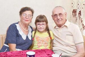 Супруги Шалаевы с внучкой Анастасией – третьеклассницей, отличницей